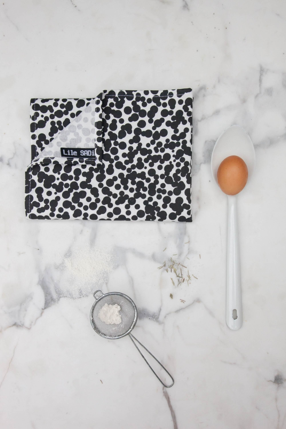 Tea-Towel-Dots-black-2000px-2000x3000.jpg