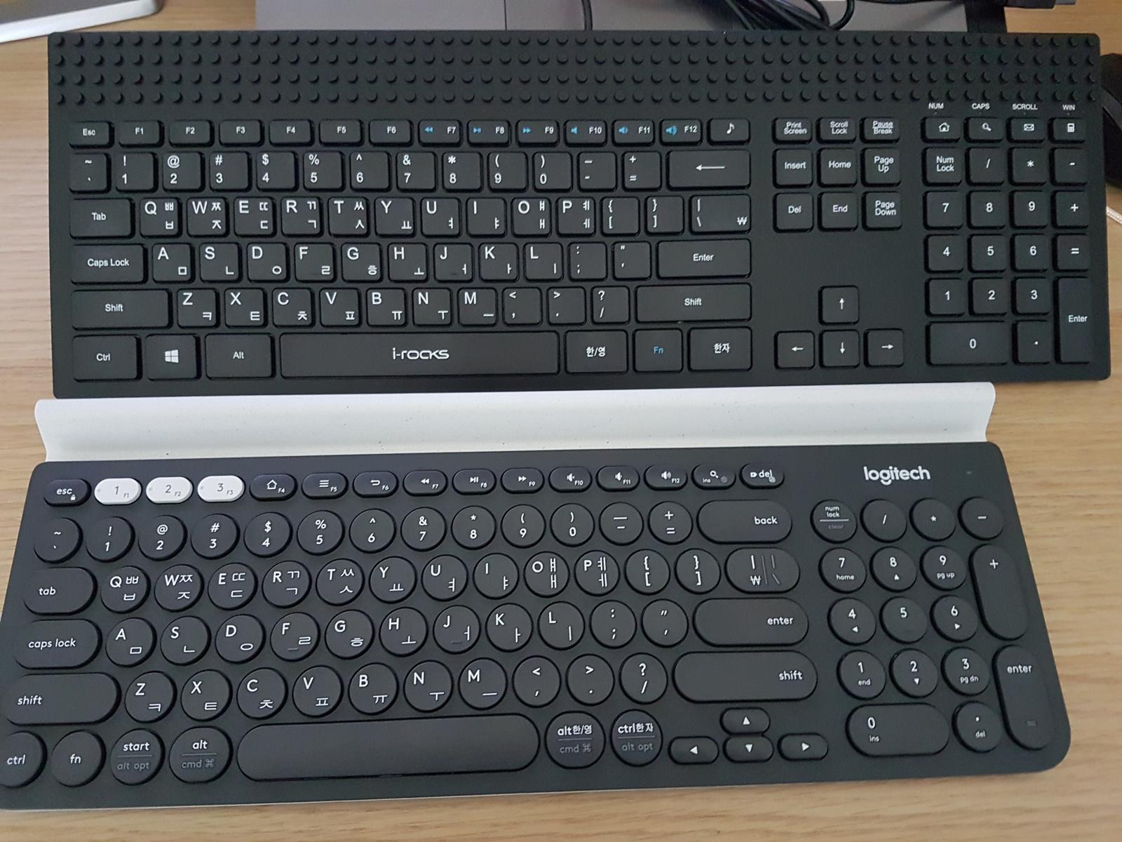 기존에 사용하던 아이락스 K23W 펜터그래프 키보드와 비교입니다.