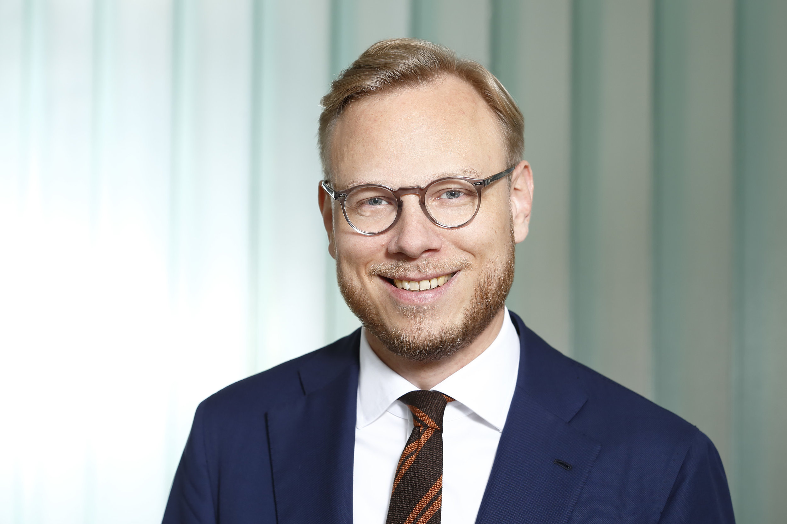 Benjamin Lüders - Dr. Benjamin Lüders studied Law in Constance and Bologna and earned a doctor's degree from the University of Bremen. Since 2009 he is a Lawyer and since 2015 public notary in Hanover. As lawyer he is specialized in the area of company and commercial law and all topics related with the foundation, sale and transformation of all kind of companies.As an art interested he is a board member of the Kultur am Raschplatz e.V. an association that seeks to bring together law and art. Furthermore he is a member of the advisory board to the Kunstverein Hannover e.V.Being a Partner in the paternal law firm (Lüder Rechtsanwälte) he is actively involved in the process of taking over the business as well as digitalizing the company.
