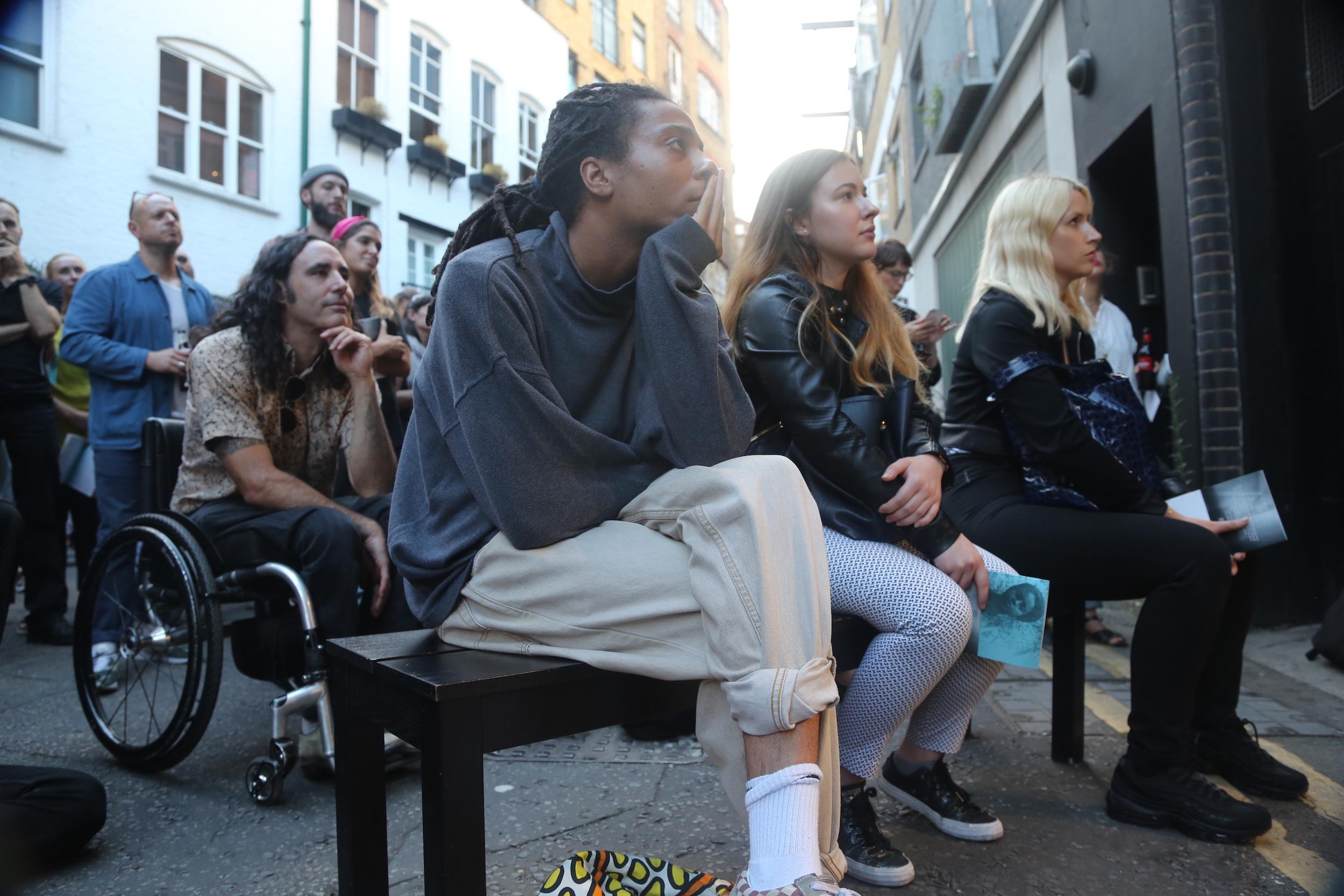 BMNI crowd 1 : © BUREAU.JPG