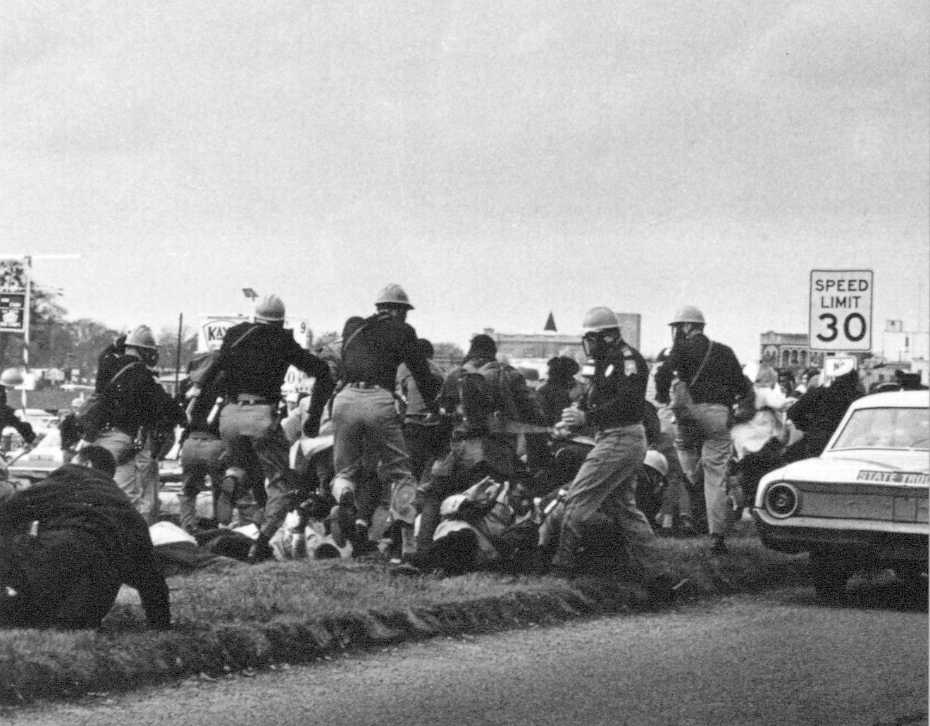Martin Spider, Troopers charging marchers at the Pettus Bridge, Civil Rights Voting March in Selma, Alabama, March 7, 1965. Reproduced after: Steven Kasher,  The Civil Rights Movement: A Photographic History , New York 1996, 179