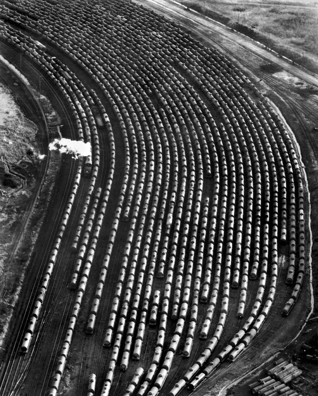 Nov. 26, 1939: Oil transported by tank cars. Though oil had been shipped in the United States since the 1860s, dozens of commodities made their way around using tank cars in the 1930s. During World War II, tank cars almost exclusively shipped oil as part of the war effort. Photo: Wood Aerial Surveys. NYTimes Archive.
