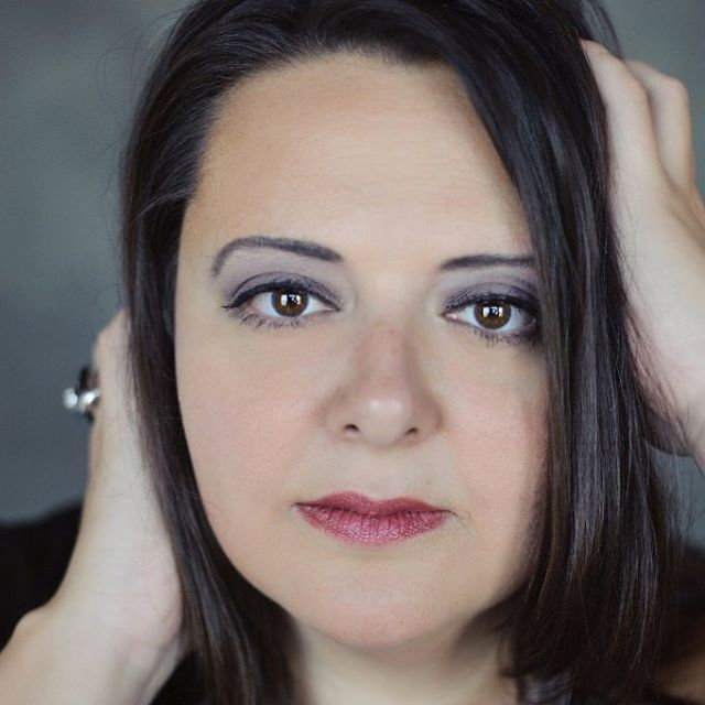 Meet Opera 180 Artist Elizabeth Birger!  Elizabeth will sing the role of Paula Deen for our production of Krispy Kremes and Butter Queens.  Learn more about Elizabeth @ http://tinyurl.com/yaqasnfj  Get your tickets to Bon Operatit @ http://www.opera180.org.  April 27th through 29th at the Squeezebox Theatre!  @erbdiva @squeezeboxkc
