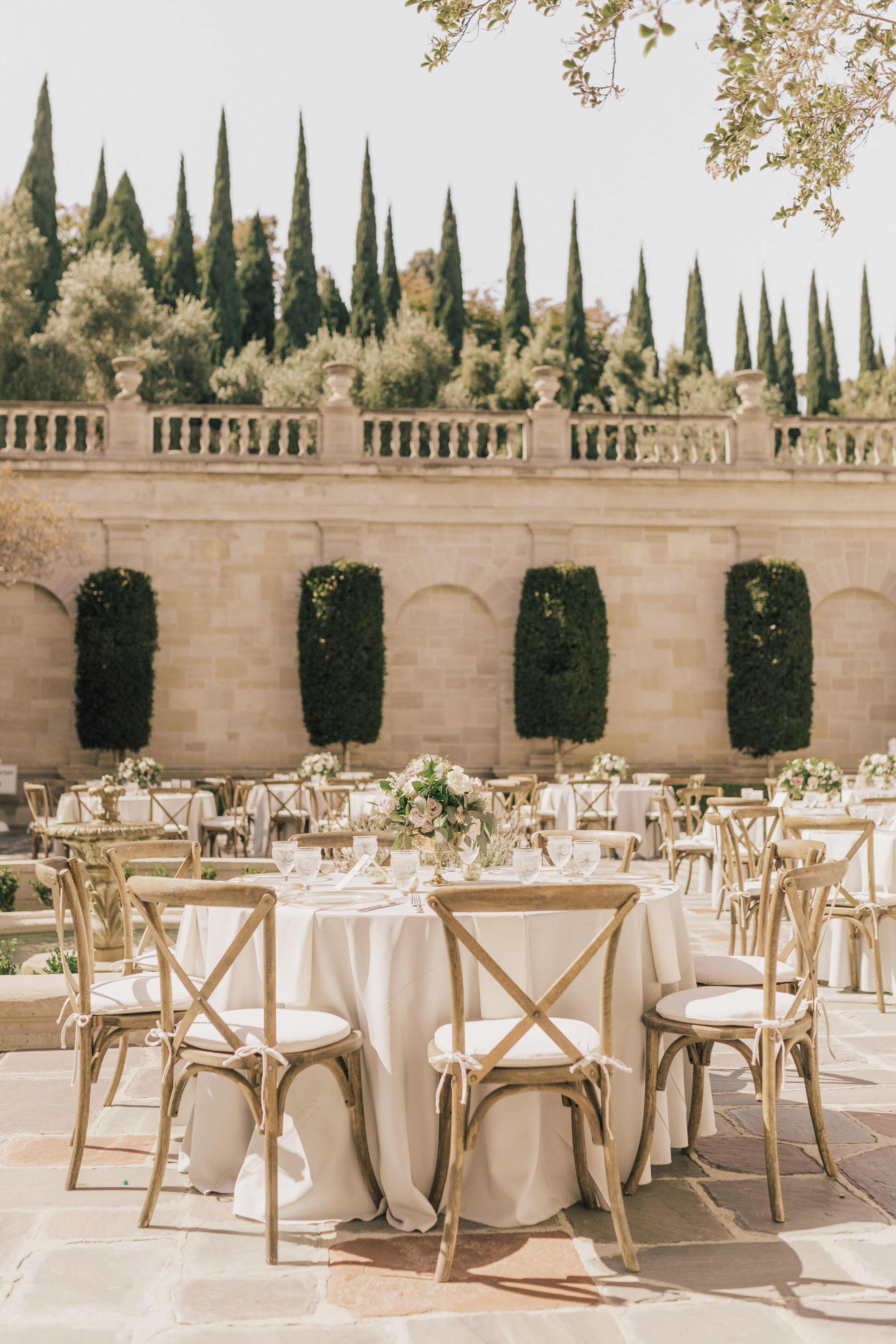 Greystone Mansion, Greystone Mansion Beverly Hills, Beverly Hills Wedding, California Estate Wedding, lavender white gold centerpiece, gold rimmed charger, clear goblet, mauve floral centerpiece ideas
