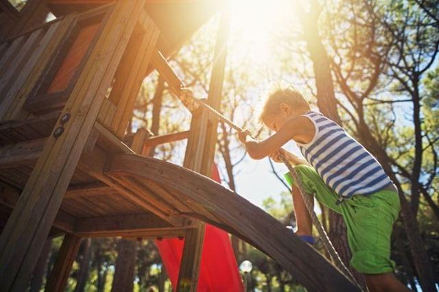 At Roslyn Landing, the children's playground provides an area that allows kids to reign over their own playtime turf. ☀️ •⠀⠀⠀ •⠀⠀⠀ •⠀⠀⠀ #luxuryrealestate #luxuryhomes #milliondollarlisting #luxuryliving #realestate #realtor #dreamhome #newlisting #realestateinvesting #luxuryhome #realestateagent #realestatephotography #realestatebroker #dreamhouse #realestatelife #fireplace #winter #livingroom #interior #interiordesign #longisland #goldcoast #roslyn #roslynvillage