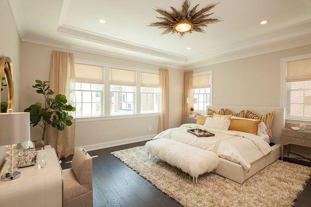 The master bedroom at Roslyn Landing makes a statement, don't you think? 😍 •⠀⠀⠀⠀⠀ •⠀⠀⠀⠀⠀ •⠀⠀⠀⠀⠀ #interiordesigner #interiorinspiration #interior #homedecor #decor #interiors #decoration #homedesign #homesweethome #instahome #interiordecor #interiorstyling #instadecor #modern #homestyle #designer #instadesign #realestate #MasterBedroom #Master #Bedroom #LuxuryRealEstate #RealEstate #Roslyn #GoldCoast #NewYork #LongIsland #DanielGaleSIR #SothebysRealty
