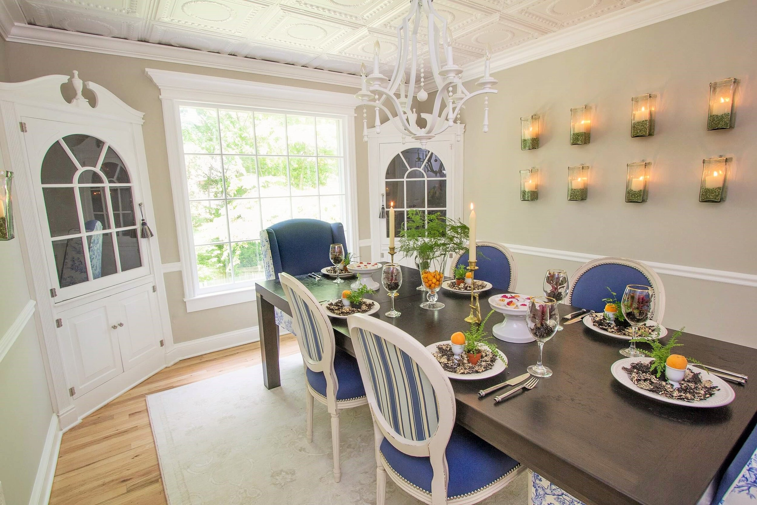 Traditional Dining Room -