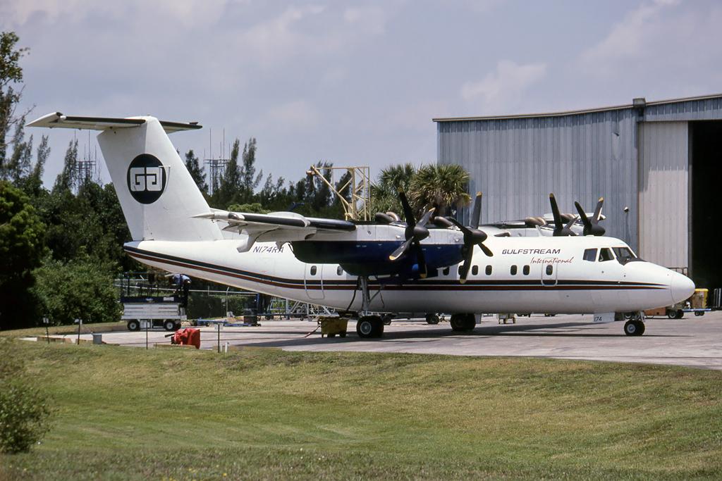 Kenneth I. Swartz/Aeromedia Communications Photo © Fort Lauderdale-Int'l, FL 30-Apr-1999