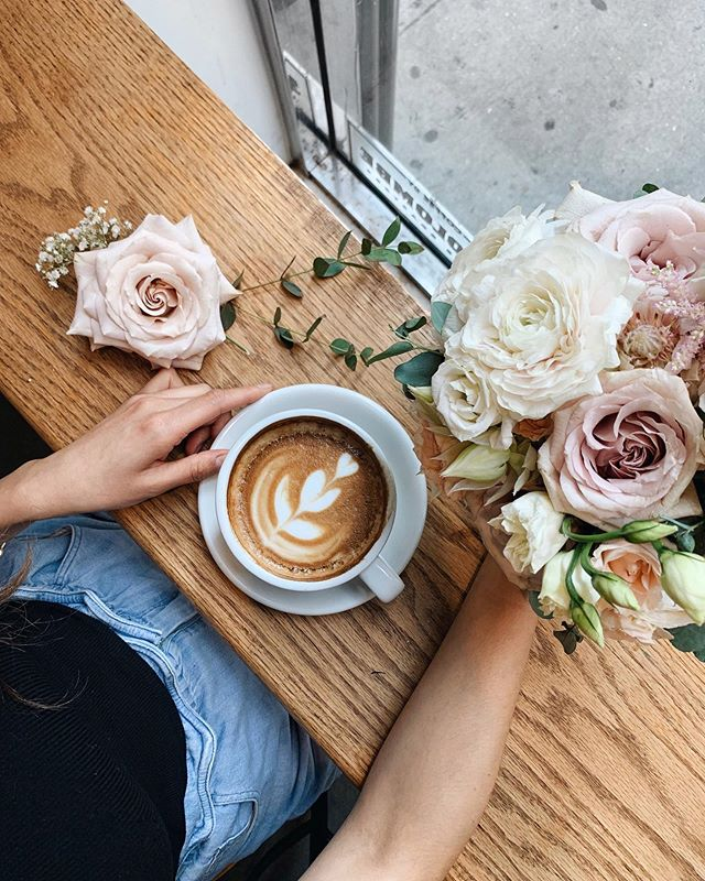 Coffee and flowers can do wonders for someone's mood — happy Friday! 💐☕️