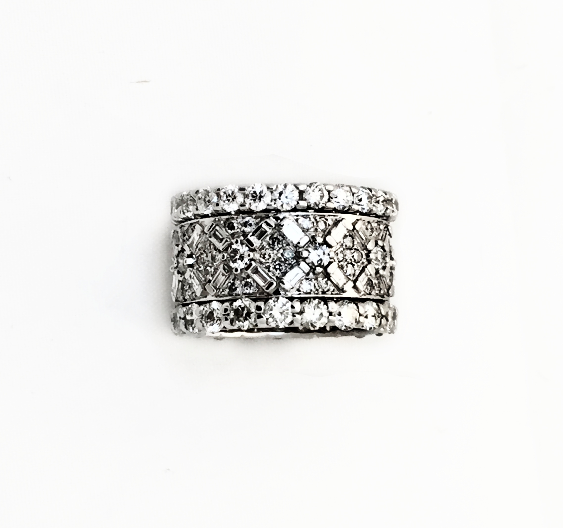 Bagette kisses surrounded by pave diamonds and border.