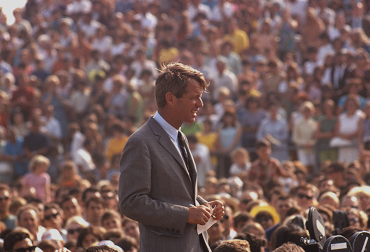 Robert-Kennedy-campaigning.jpg