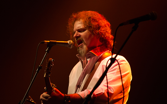 Chris Kavanagh pays homage to Luke Kelly.