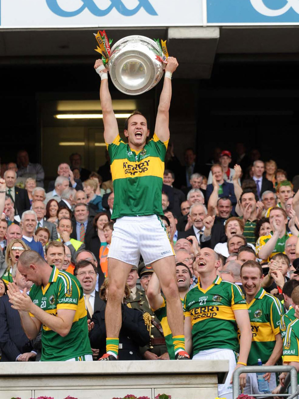 In 2009, Tadhg Kennelly became the first irishman to win both an AFL Premiership and an All Ireland Championship.