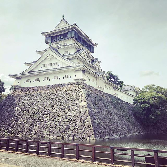Popped up to Kokura yesterday afternoon. My older has been reading a lot about medieval Japanese history lately and was eager to visit a real castle.  Like most castles in Japan, however, this one is a concrete replica of the original which burned to the ground three times (I think) over a period of some two hundred and fifty years. Inside the castle, there are items from the Hosokawa clan which once ruled the domain.  Although the castle isn't all that famous in Japan, I was surprised to learn that it had the biggest floorspace of any castle in Japan, and was one of the tallest in Japan.  #Kokura #Japan #Shiro #Castle #小倉 #小倉城  #お城