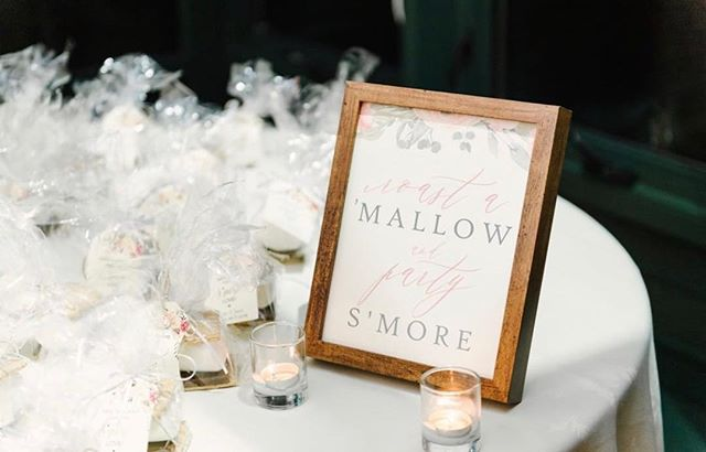 ✨Wedding day signage can provide a cohesive, sweet & unique touch to the big day! I designed this signage for Arjuna & James' s'more favors—gorgeously styled by @eliteweddingplanning and shot by @aliciakingphoto ✨