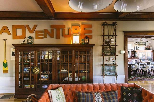 Your adventure awaits👣 - - - - - - - #pnw #pnwonderland #hoodriver #oregon #campvibes #lodge #bedandbreakfast #adventure #springbreak2018 #bnb  PC @chelseaparrett  Designed by @katiebalmanno