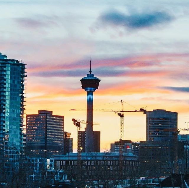 Why do you love about this city? Tell us in comments 👇🏼 Thank you for the beautiful capture @simonpatrickgreenwood 🙏🏼 Best of Calgary is presented with @firstcalgary 💡 #bestofcalgary #becausecalgary #yyclove