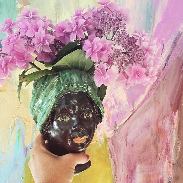 ☆ 𝕋𝕙𝕖 𝕊𝕔𝕒𝕟𝕕𝕚𝕟𝕒𝕧𝕚𝕒𝕟 ℍ𝕖𝕒𝕕𝕤 ☆  What a beautiful photo of this cool Testa Donna Piccolo  Turbante Verde handcrafted by Giacomo Alessi team 📸 @i_seneca ________________________________________ #allabout #giacomoalessi #alessi #alessiceramiche #ceramic #headvase #homedecor #homedecoration #butikblossom #allaboutmyhome #nordicliving #altinteriør #boligmagasinet #altinterior #boligliv #boligmagasinetdk #forsale #scandinavianliving #scandinavianhome #italydesign @giacomoalessiceramics