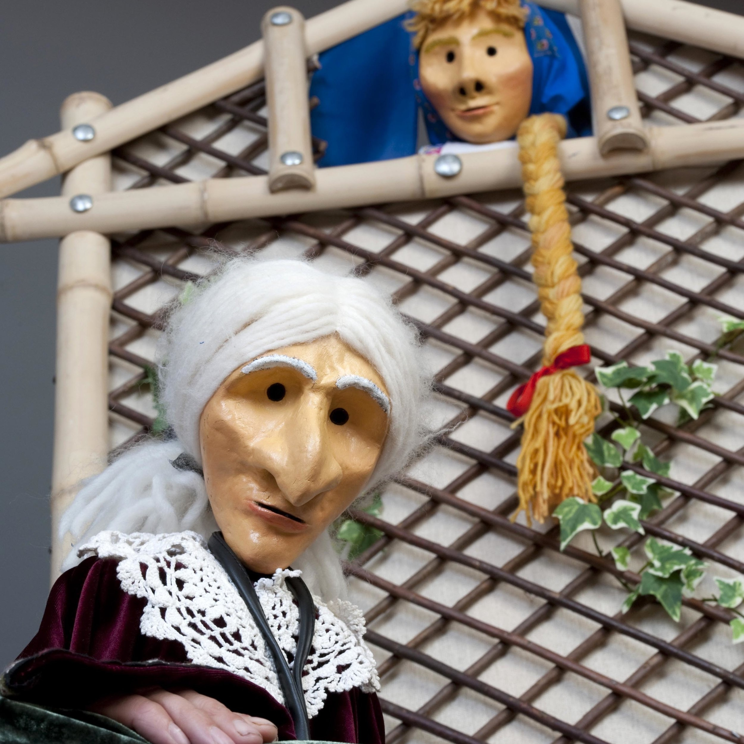 Clydebuilt Puppets - Firmly established (since 1987), Clydebuilt is a leading Scottish Puppet Theatre Company. The company tour throughout the UK and Europe. Clydebuilt have also toured to the Middle East and visited China.
