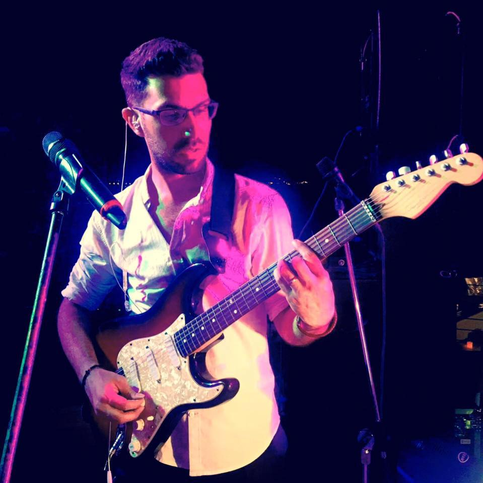 Christos Seas - Guitar / Vocals   Χρήστος Σέας - Κιθάρα / Τραγούδι