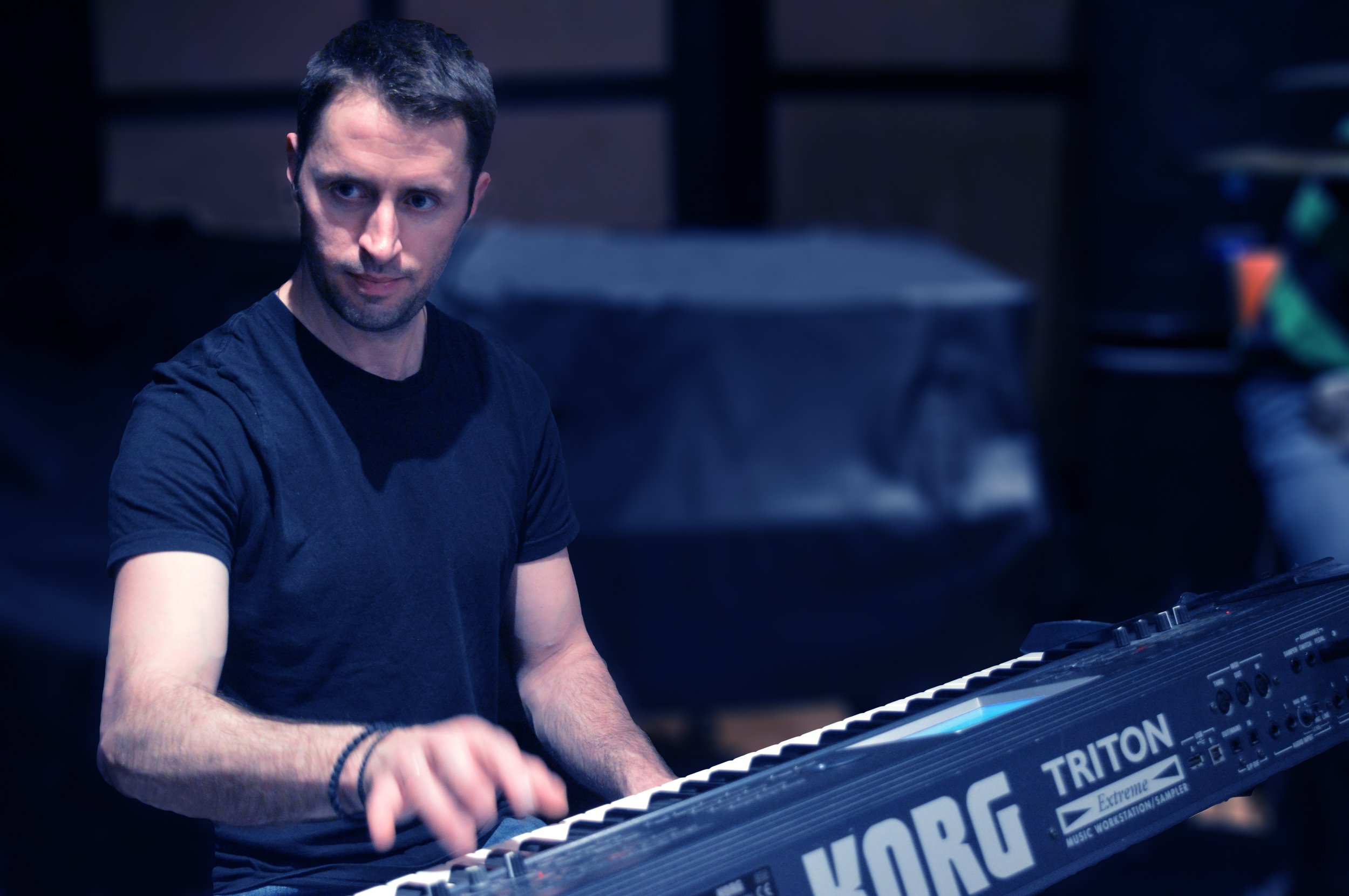 Nikos Nikomanis - Keyboards/piano Νίκος Νικομάνης - Πλήκτρα