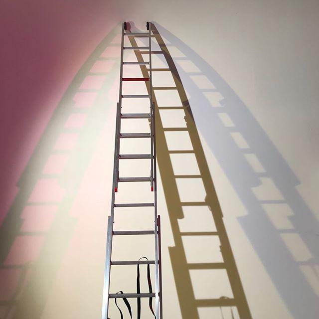 Climbing the 'ladder' always dare to dream big🖤 #happyeaster #2018 #leelounicholas