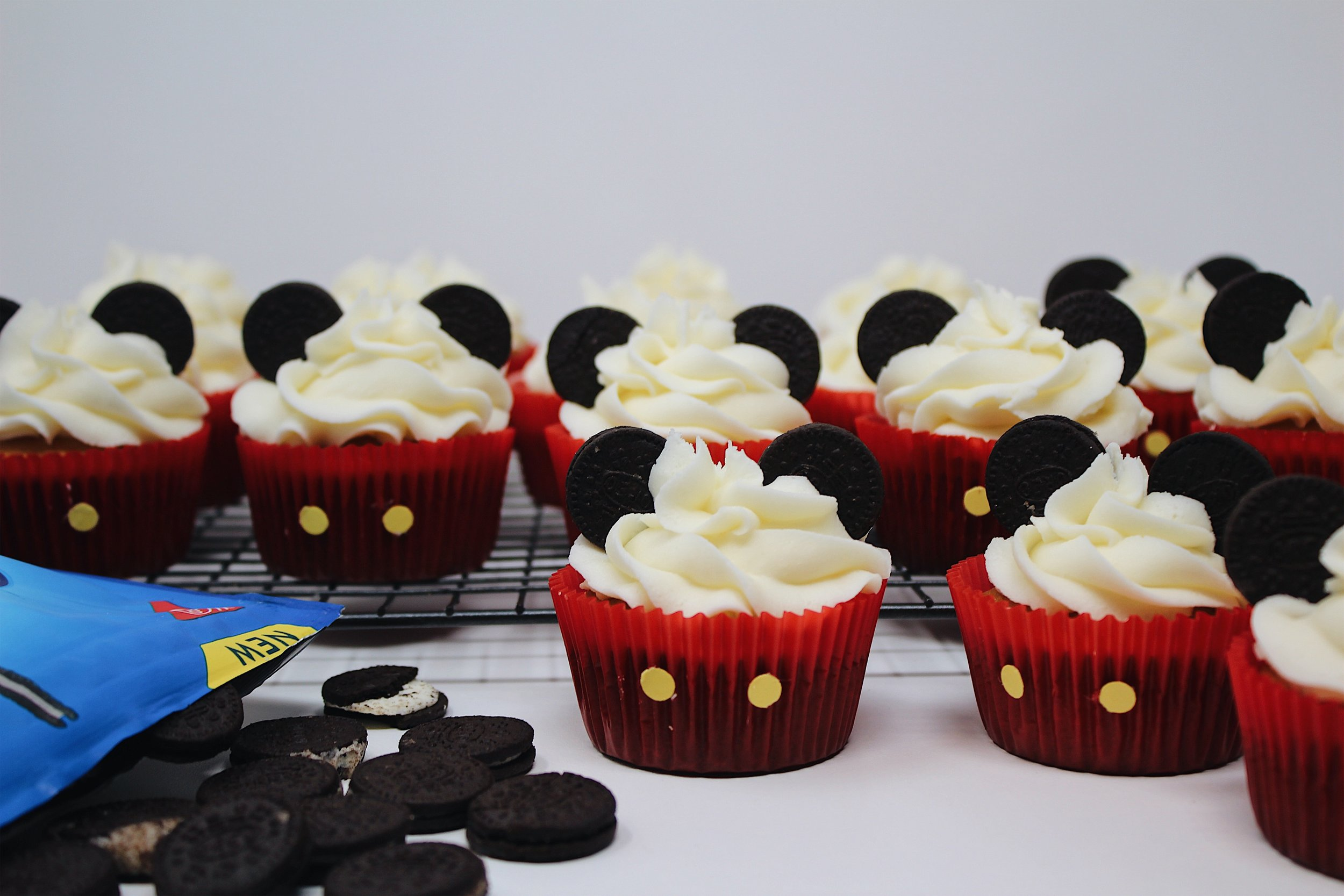 My Portuguese Mother // Vanilla Cupcakes MICKEY MOUSE