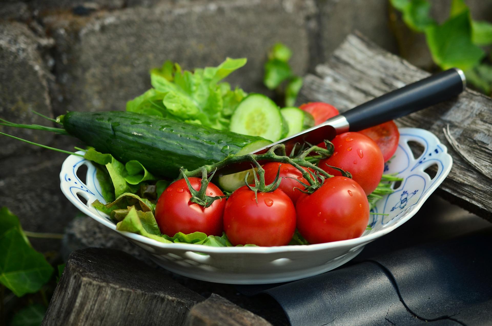 tomatoes-836332_1920.jpg
