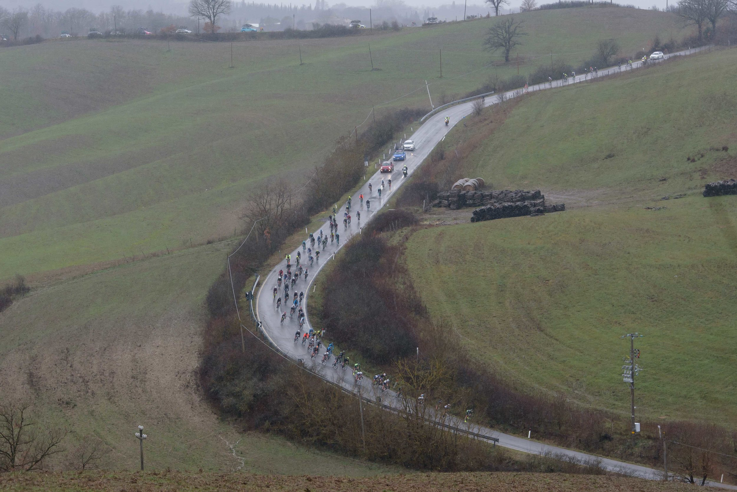 The peloton approach on slick roads at Strade Bianche - Elite Women 2018 - a 136 km road race on March 3, 2018, starting and finishing in Siena, Italy. (Photo by Sean Robinson/Velofocus.com)