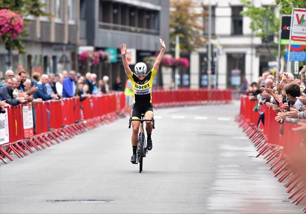 Emily Meakin wins a Belgian Kermesse in 2019