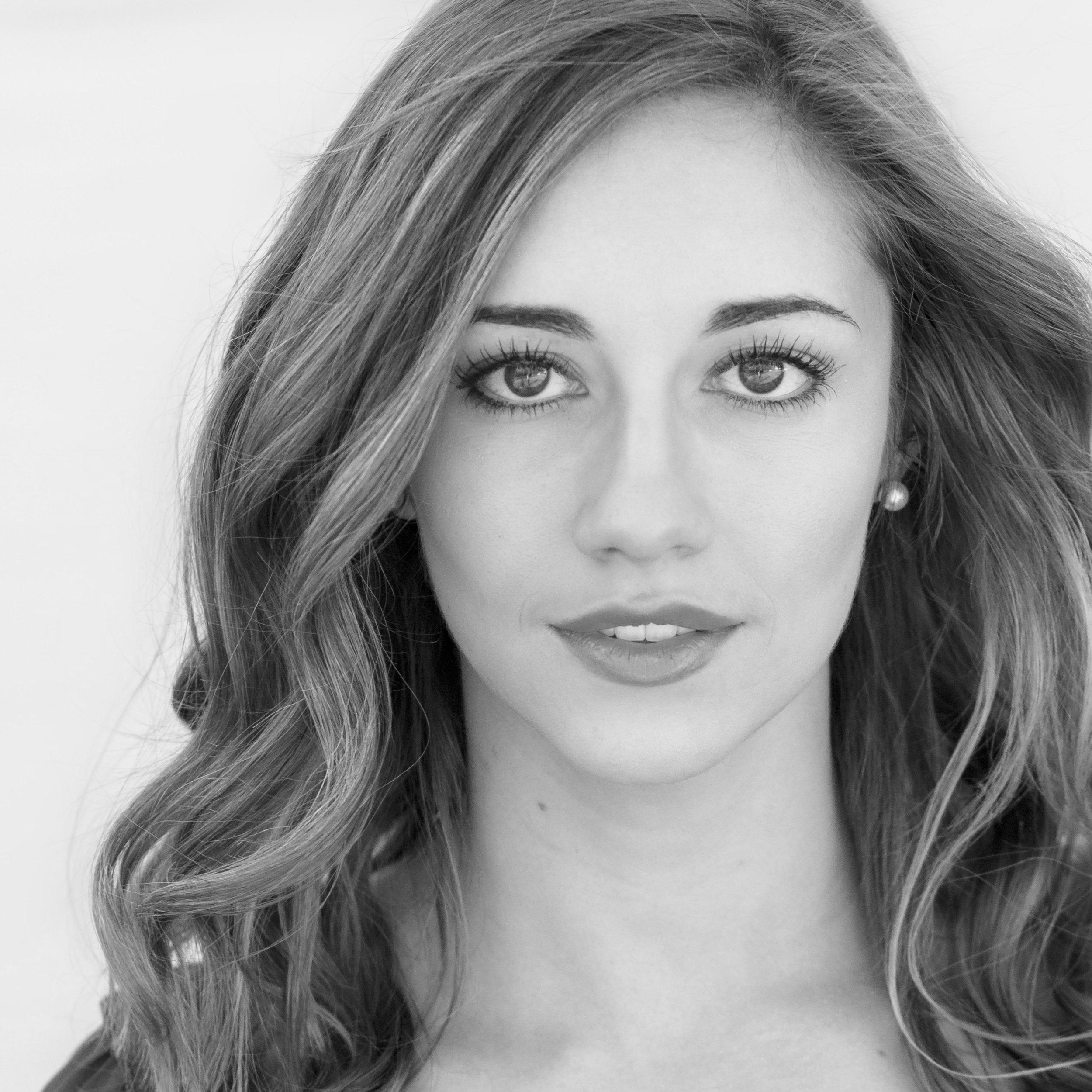 Anna Williford / Actor (Reba)