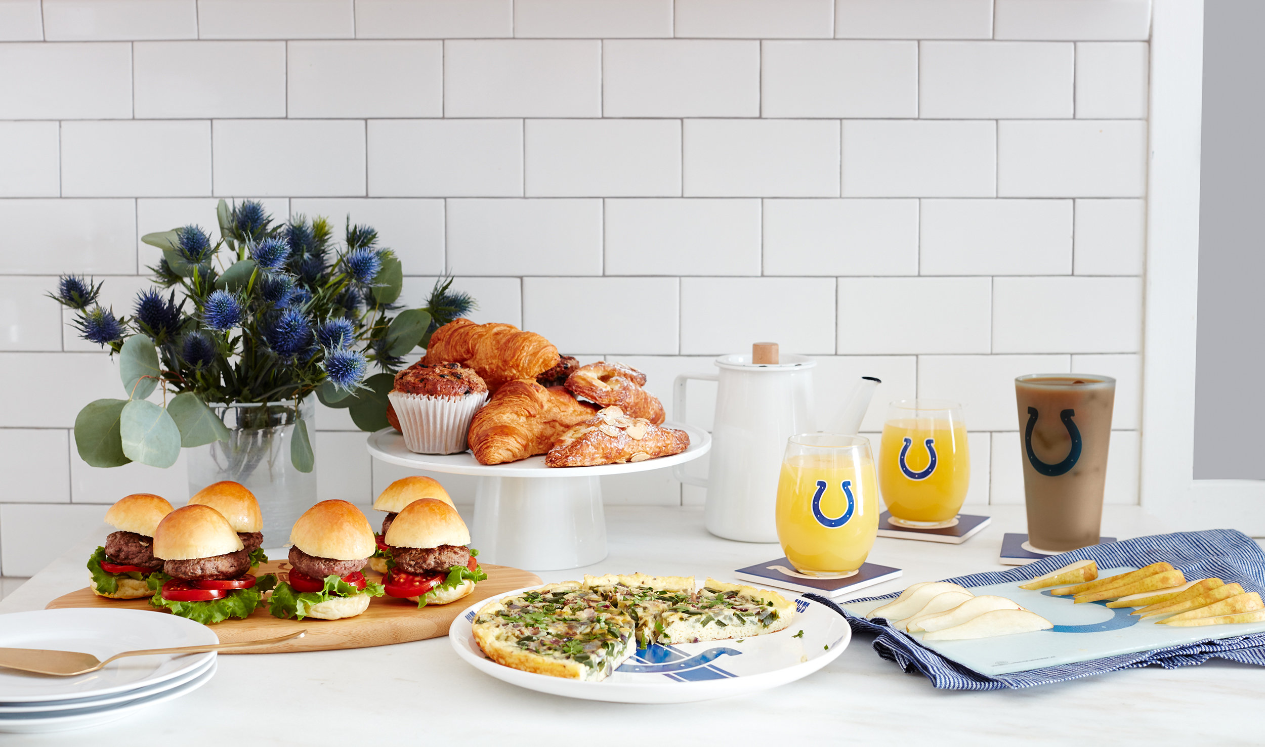 LIVING_ROOM_BRUNCH_COLTS_150.jpg
