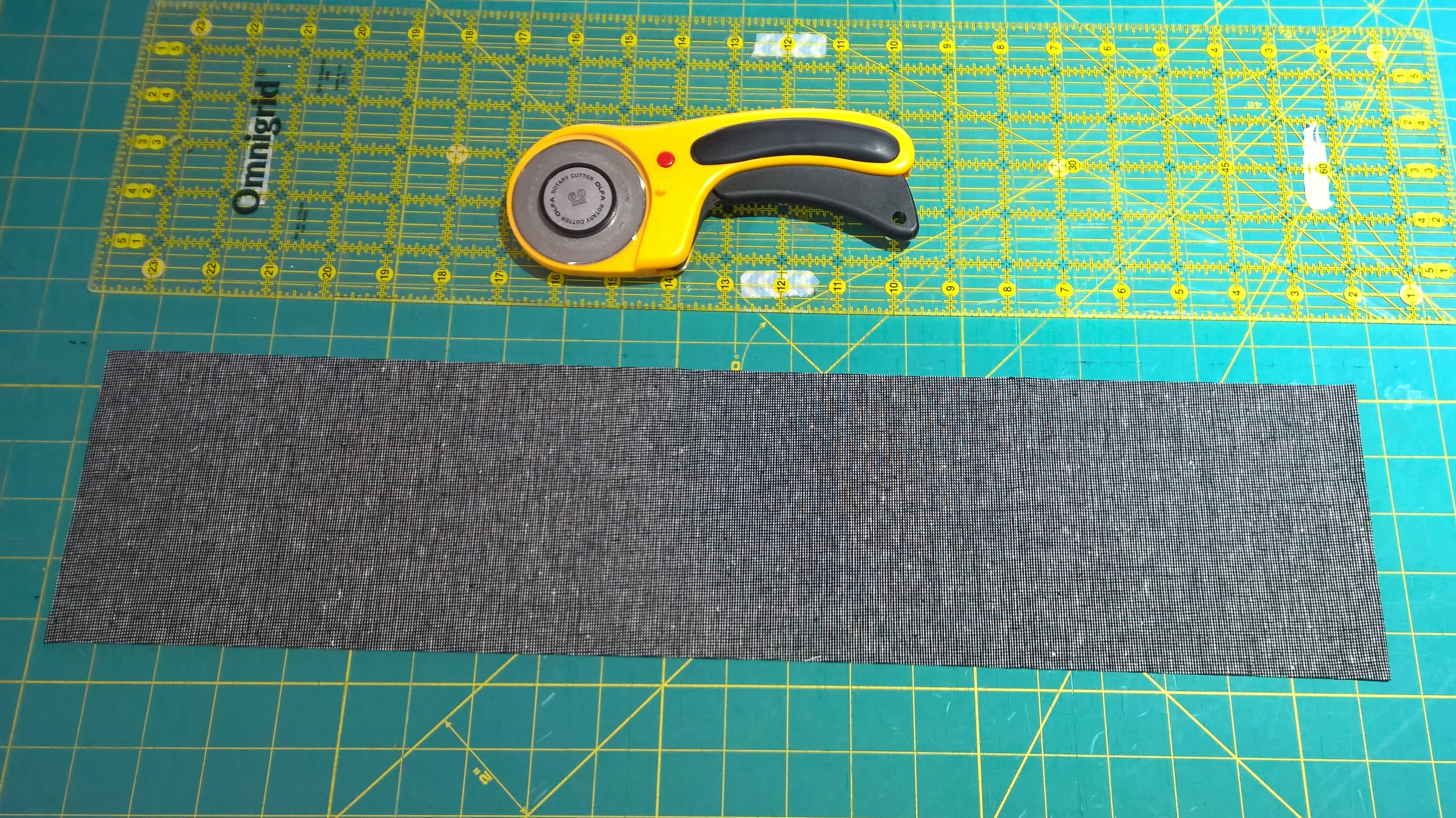 I used Essex Homespun linen in black for my handles; pretty much every tote bag I make has Essex yarn-dyed linen handles!