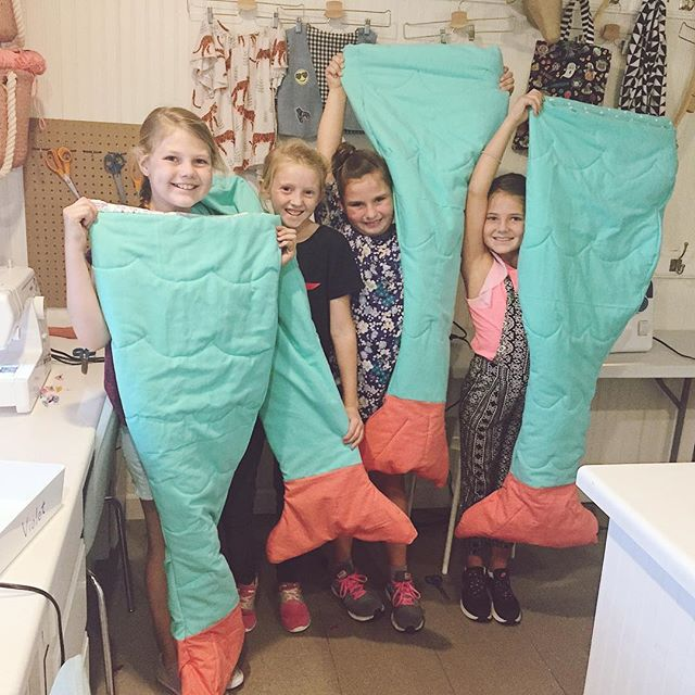 I could not believe these girls finished their mermaid tail blankets in only one class! They all had dreams of wearing them to bed tonight so they worked HARD today. 🧜🏻♀️🧜🏻♀️🧜🏻♀️🧜🏻♀️