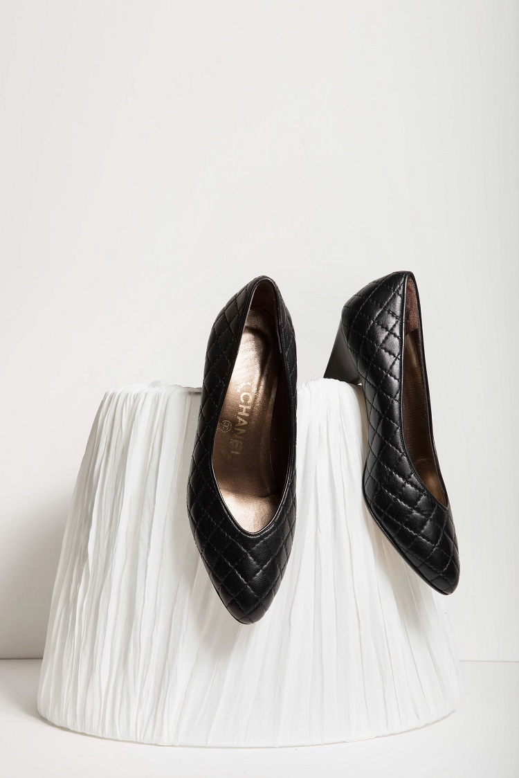 VINTAGE BLACK PUMPS — Perfectly Chosen