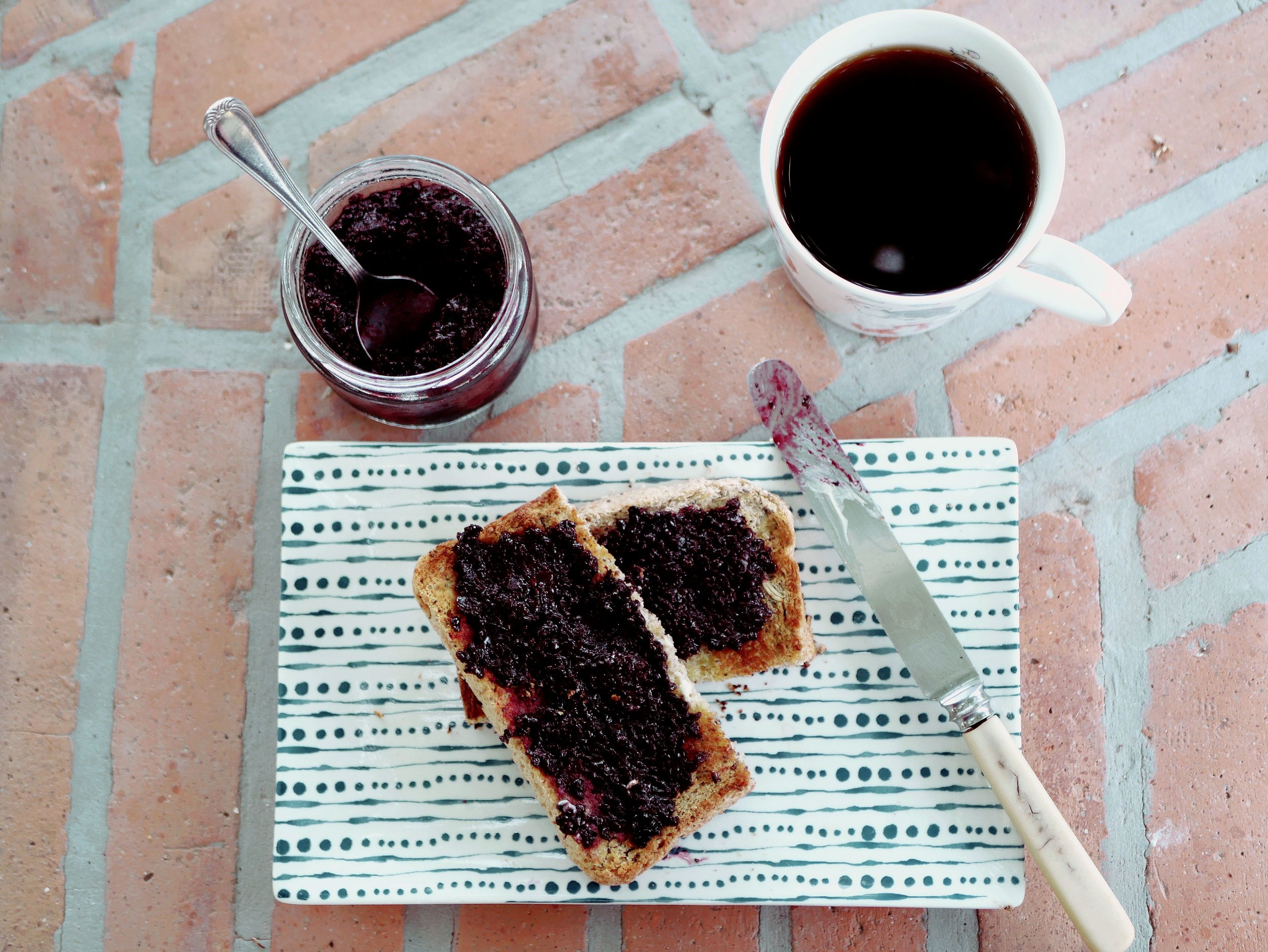 blackberry jam on toast with cup of tea