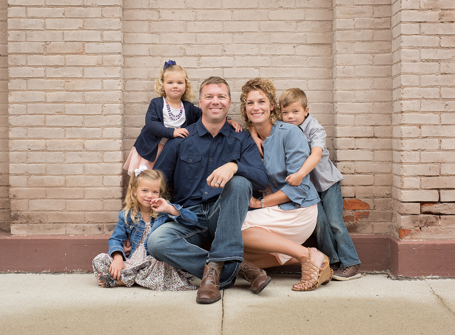 Greenville Ohio, family portrait, outdoor family portrait, urban family portrait, fun family portrait, family clothing