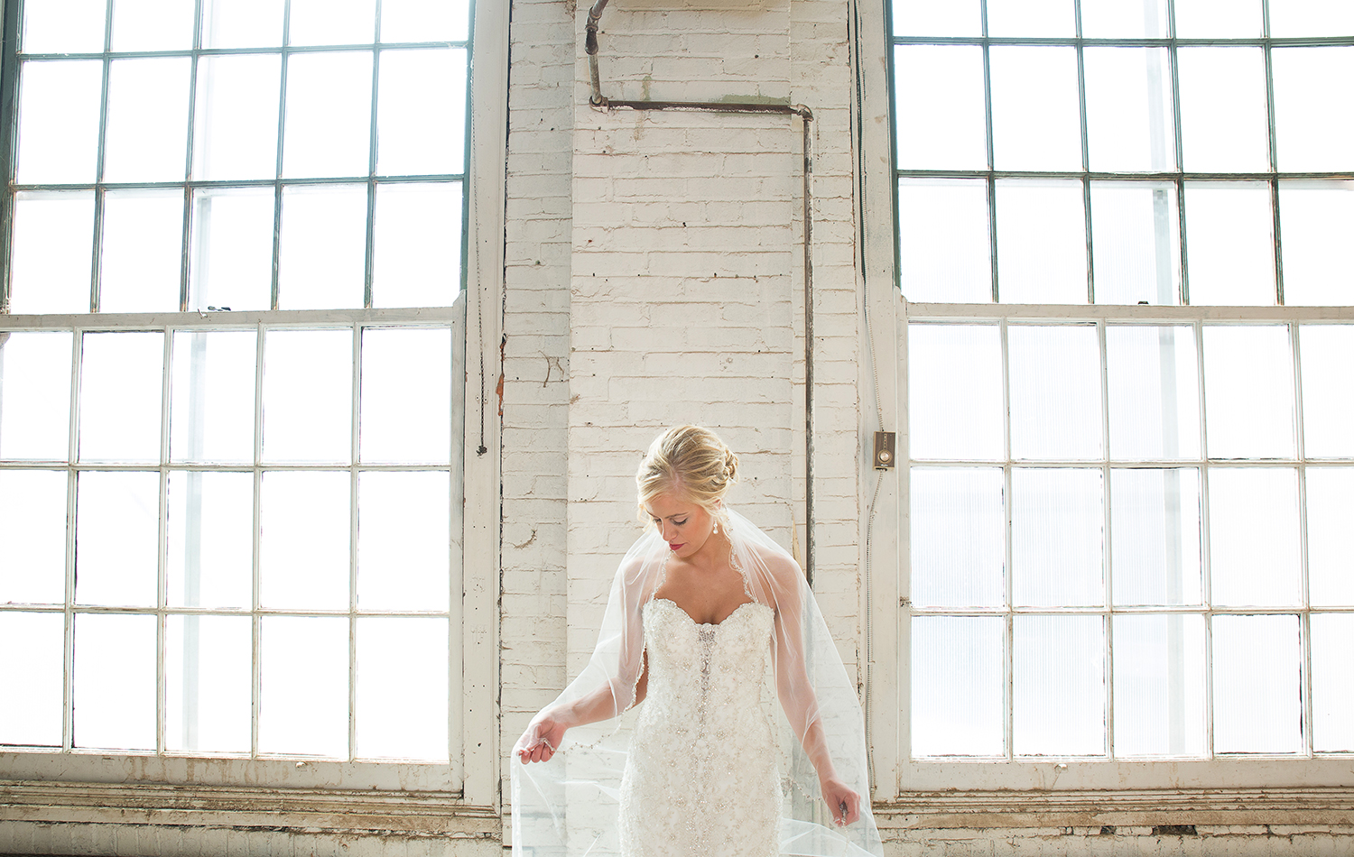 Dayton Ohio, modern bride, cathedral veil, warehouse wedding, modern wedding photography, storytelling photography
