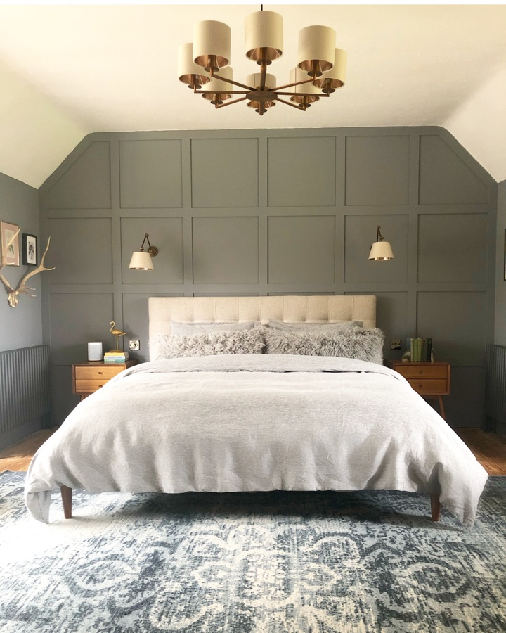 Grid-Tufted Upholstered Tapered Leg Bed - Stone (Twill)  Distressed Arabesque Wool Rug - Midnight