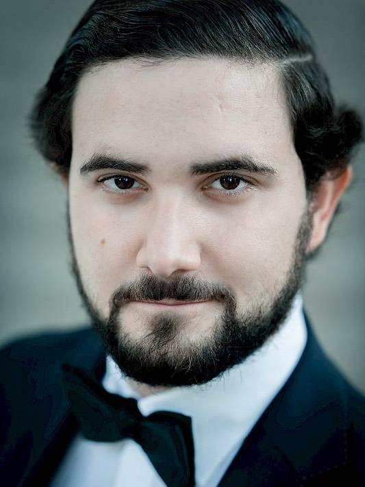 Omer Kobiljak - TenorMusik ist meine grosse Leidenschaft. Es gibt für mich nichts Schöneres als Gesang, weil ich das, was ich fühle, mit meiner Stimme zum Ausdruck bringen kann.