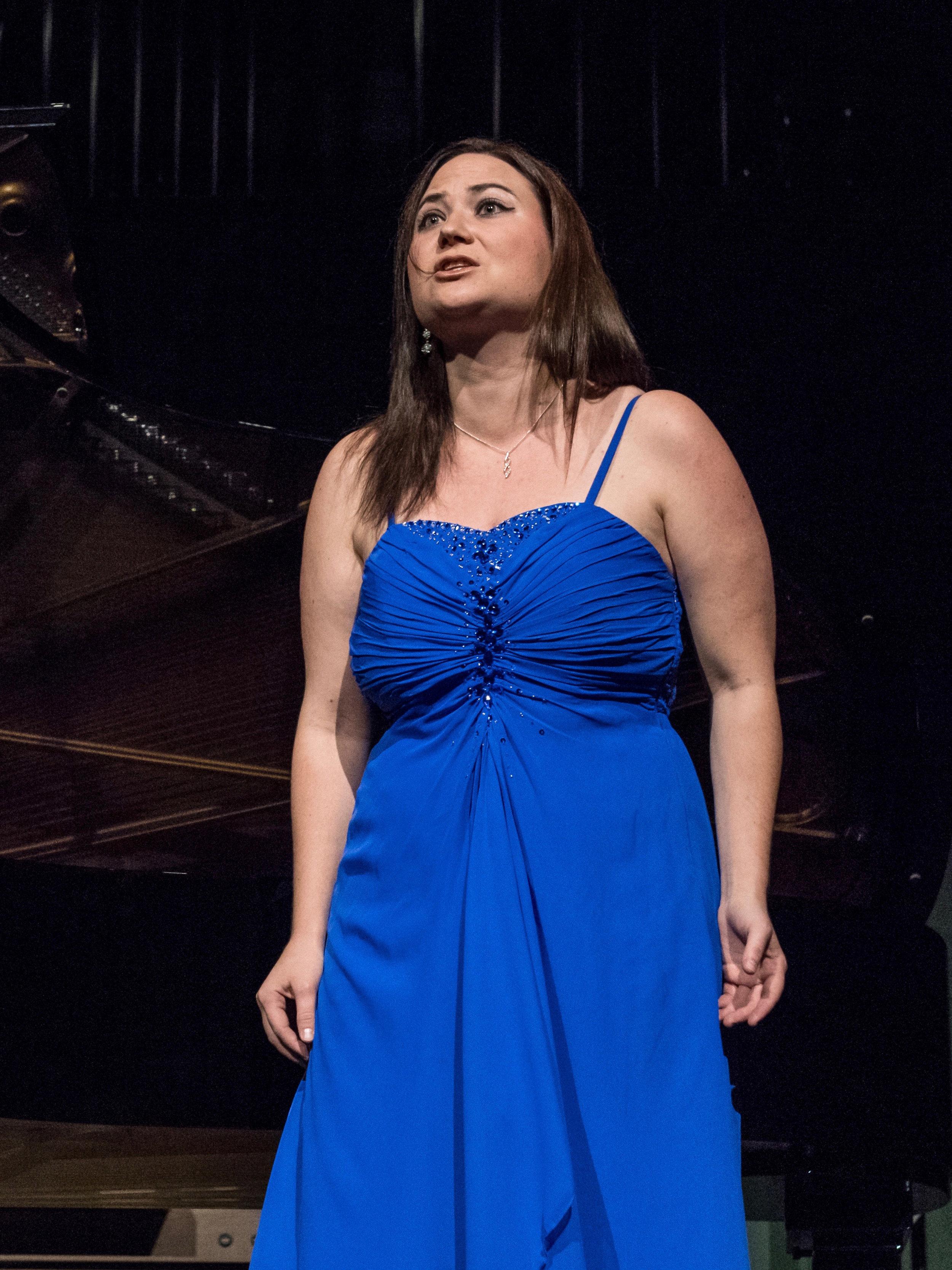 Madeleine Merz - MezzosopranMit der Musik möchte ich den Menschen Geschichten erzählen, ihnen Denkanstösse geben, Emotionen wecken und ihnen somit etwas mitgeben auf ihrem Weg.