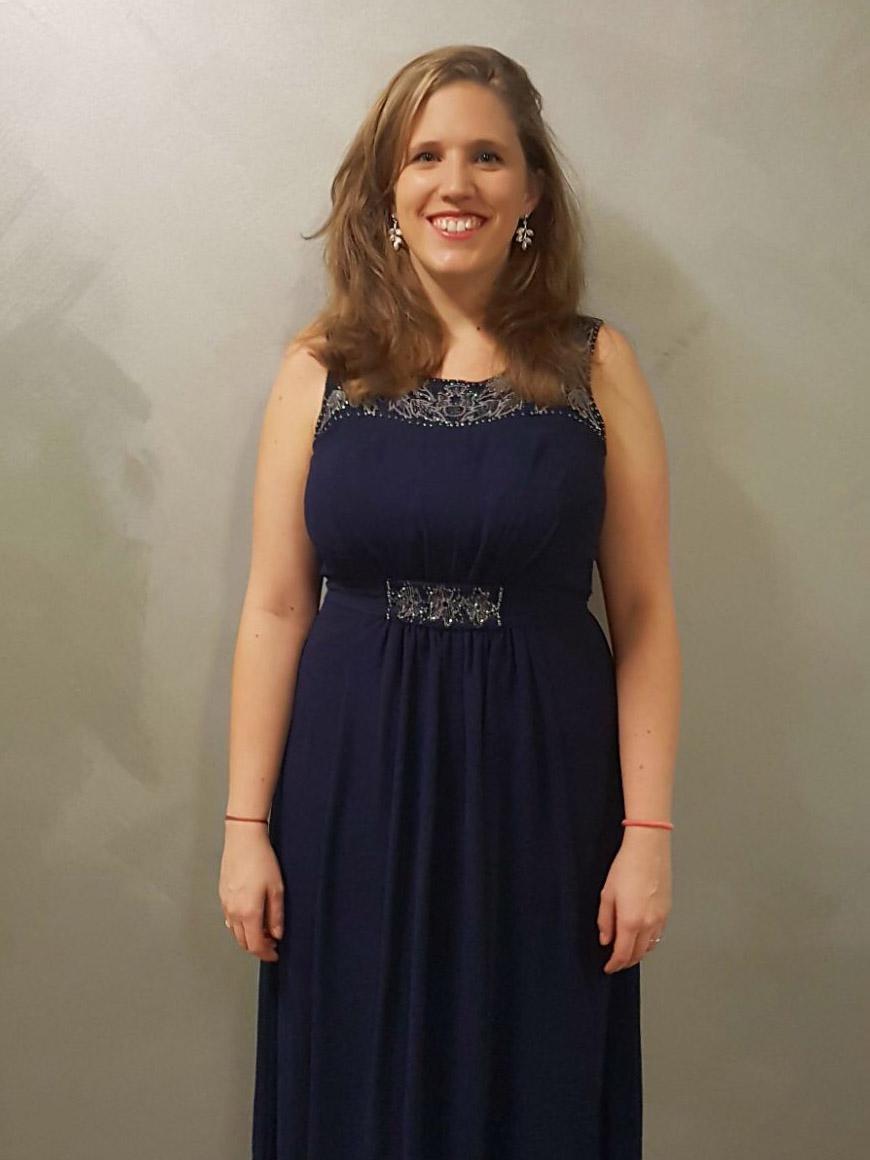 Mathilde Rogé - SopranPassionnée d'opéras autant que de lieder, Mathilde Rogé écrit également ses propres spectacles musicaux, tels Offenbach'ademy joué régulièrement à Paris et en tournée.