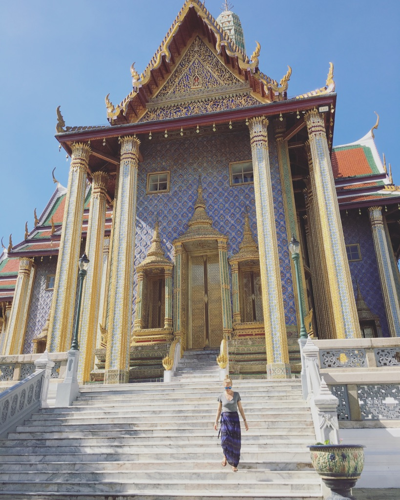 When in Bangkok, do as the tourists do... and buy a sarong  #templeattire   #bangkokthailand   #grandpalacebangkok   #sarong   #templetourism   #seasiatravel   #yearoftravel   #travelblog   #solofemaletravel   #pathunwritten