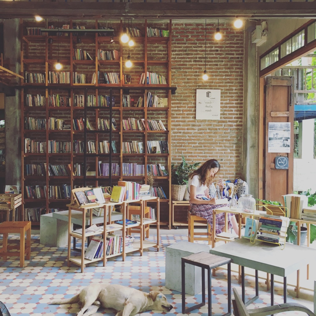 My kinda place ☕️📚 #latteplease   #cafehopping   #booksandcoffee   #puppyfriendly   #coffeeshop   #chiangmai   #thailandtravel   #yearoftravel   #yearabroad   #solofemaletravel   #travelblog   #pathunwritten