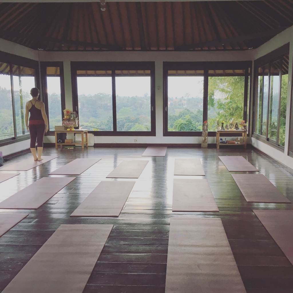 When in Ubud, do as the yogis do 🧘🏼‍♀️ #ubudbali   #yogatime   #yogatown   #zenzone   #seasiatravel   #solofemaletravel   #yearoftravel   #travelblog   #pathunwritten