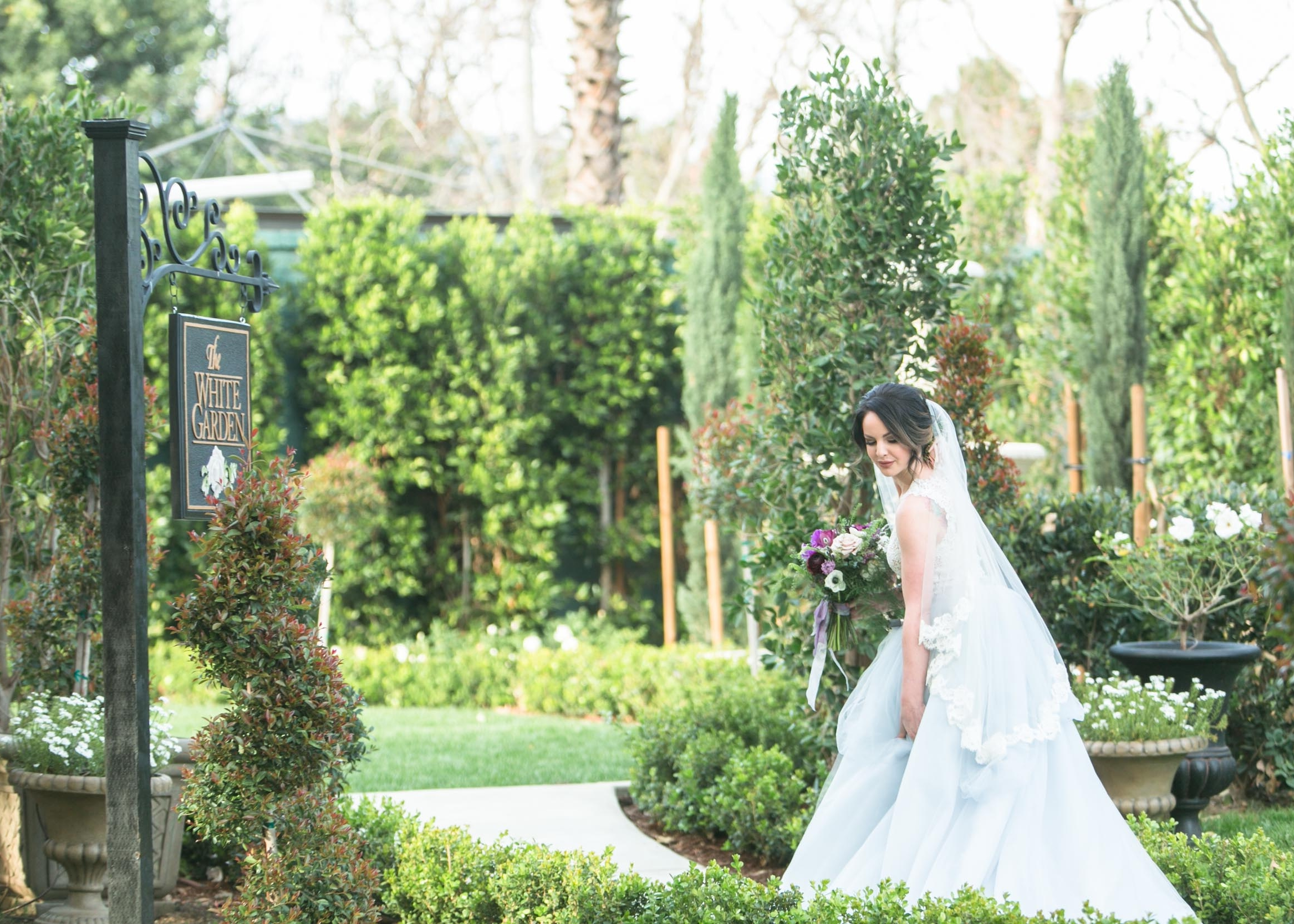 christmas-house-wedding-venue-white-garden-bridal-portraits-carrie-vines-056.jpg