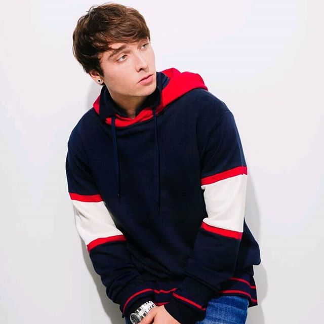 "We had some funny shooting and jamming with @wesleystromberg  on set make sure you check out his digital editorial live now and check out his new single ""Sober"" on spotify now.  Eic:@stylezbylondonartistry  Photography:@rjphilipps Grooming:@makeupbylexiesosa Styled:@_ashiraprovost  #avantemagazine #magazine #fashionmag #cover #fashionmag"