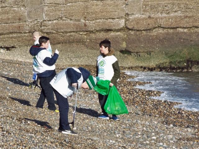 Beach clean 007 (640x480).jpg