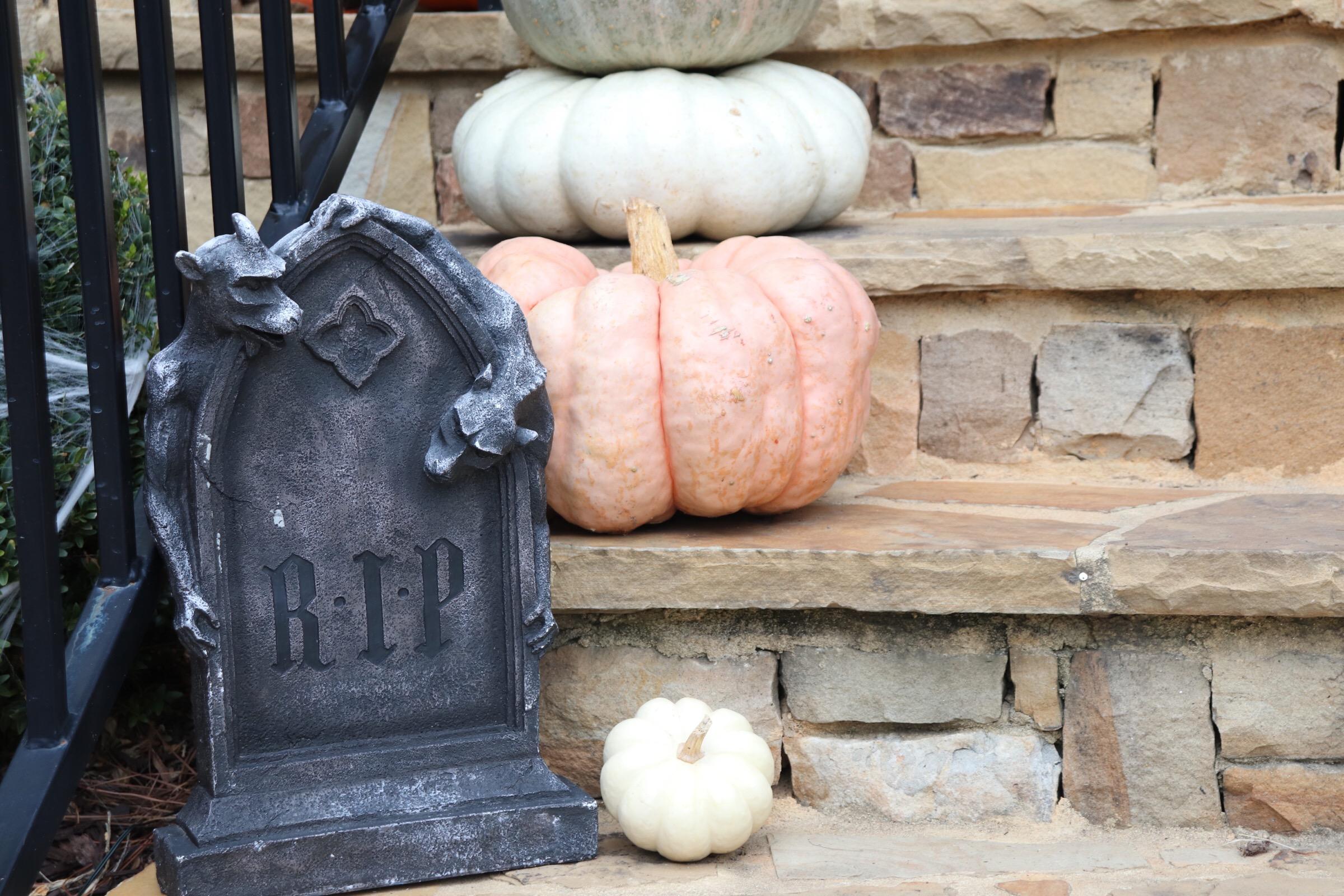 GoingGosnell.HalloweenDecor.JPG