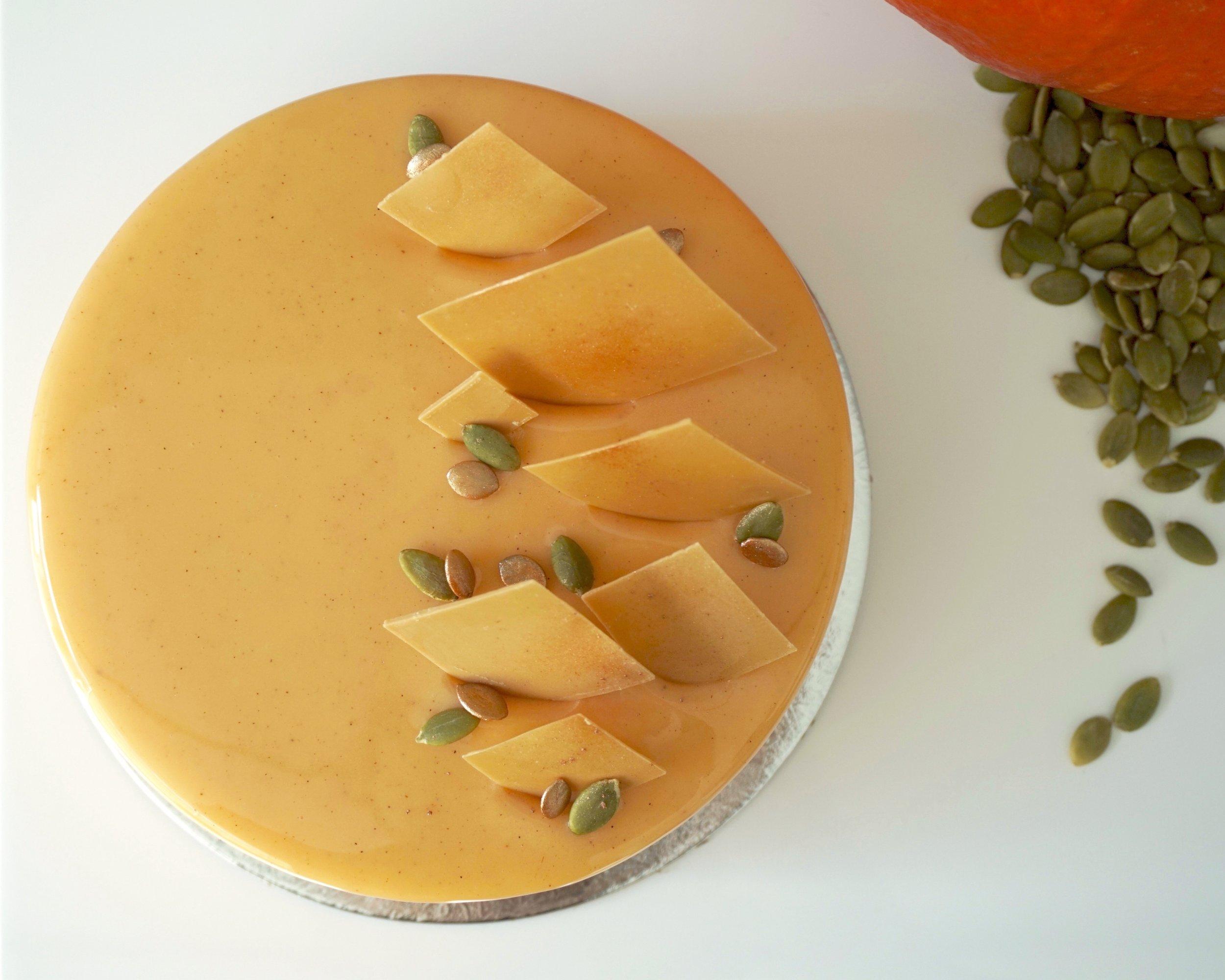 Designer cake made by Gusta Cooking Studio
